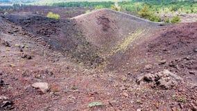 Etna登上的老火山口在西西里岛 免版税库存图片
