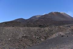 Etna -最高的活火山的一个印象深刻的看法在欧洲 位于在西西里岛 库存图片