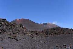 Etna -最高的活火山的一个印象深刻的看法在欧洲 位于在西西里岛 库存照片