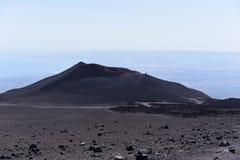Etna -最高的活火山的一个印象深刻的看法在欧洲 位于在西西里岛 免版税库存图片