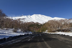 Etna, powulkaniczny popiół w drogowym pobliskim schronieniu Citelli Zdjęcie Royalty Free