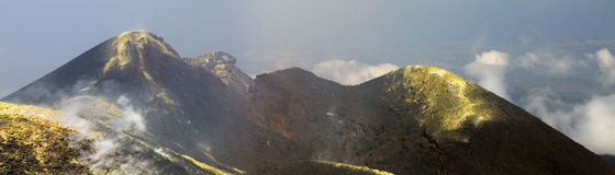 Etna Unesco - sydostlig krater (juli 2013) Arkivfoton