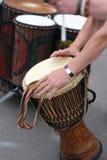 Etniczny bęben jest w rękach uczestnik obraz stock