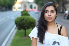 Etniczny kobiety rojenie na ulicie fotografia stock
