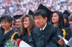 Etnisch diverse gediplomeerden Univsersity stock foto's