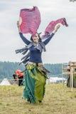 Etnisch Festival van Oude Cultuur Volksdansen in het Russische Dorp stock fotografie