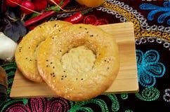 Etnisch Oezbekistaans brood stock foto's