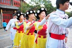 Etnische minderheid het dansen Stock Afbeeldingen