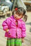 Etnische minderheidbaby, bij oude Dong Van-markt stock foto