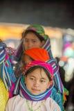 Etnische minderheidvrouw die, bij oude Dong Van-markt glimlachen stock afbeelding
