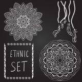Etnische patronen op zwarte achtergrond Stock Afbeelding