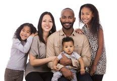 Etnische toevallige familie Stock Afbeeldingen