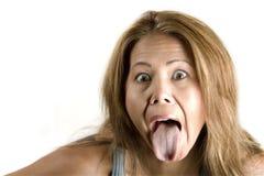 Etnische vrouw die uit haar tong plakt stock afbeeldingen