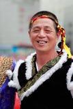 Etnisk äldre man för kinesisk buyi Arkivfoton