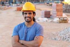 Etnisk byggnadsarbetare i plats royaltyfri foto