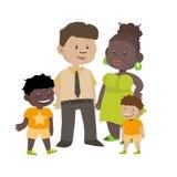 Etnisk familj av den svarta frun och vitmaken med barn Royaltyfri Bild
