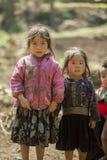 Etnisk minoritet två systrar, på den gamla Dong Van marknaden Royaltyfria Bilder