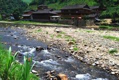 Etnisk minoritetby i det Guangxi landskapet, Kina Royaltyfria Bilder