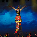 etnisk nationality yi för kinesisk dans arkivfoto