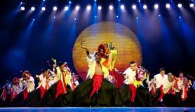 etnisk nationality yi för kinesisk dans royaltyfria bilder