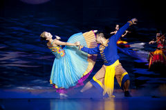 etnisk nationality yi för kinesiska dansare royaltyfri foto