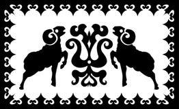 Etnisk prydnad med den stiliserade ariesen Arkivbild