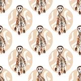 Etnisk sömlös modell med skallar och bohobeståndsdelar Afrikan stam- indisk texturbakgrund också vektor för coreldrawillustration Royaltyfri Bild