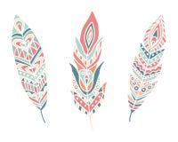 Etniska fjädrar design tecknad elementhand Arkivfoton