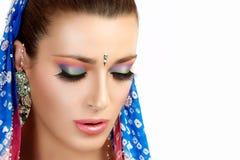 Etniskt skönhetmode Hinduisk kvinna färgrik makeup Royaltyfria Foton