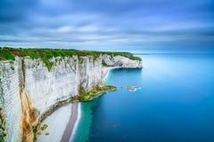 Etretat、岩石峭壁和海滩。鸟瞰图。诺曼底,法国 免版税库存图片