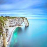 Etretat, Manneporte自然岩石曲拱和它的海滩 诺曼底, F 库存照片