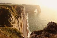 Etretat Aval klippa i Normandie royaltyfri bild