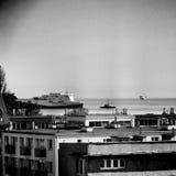 Etretat, Brittany Ferries Artistiek kijk in zwart-wit Stock Afbeeldingen