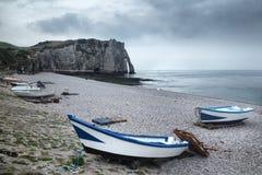 Etretat klippa och strand i Normandie, Frankrike Arkivbilder