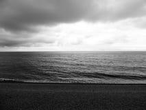 Etretat& x27 ; mer de s dans Normandie Photo stock