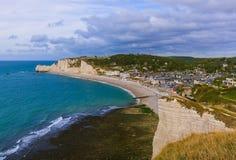 Etretatklippen met boog - Normandië Frankrijk royalty-vrije stock foto