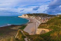 Etretatklippen met boog - Normandië Frankrijk royalty-vrije stock fotografie