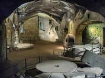 Etruscan grottor under Orvieto gjorde för att föda upp fåglar och försvar Arkivbilder