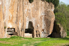 Etruscan katakomber i den forntida staden av Sutri, Italien Royaltyfri Bild