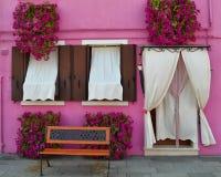 Ett älskvärt rosa färghus i Venedig Arkivfoton