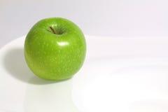 Ett äpple och en apelsin Royaltyfria Bilder