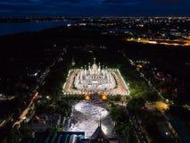 Ett ögonblick av buddistisk ceremoni för helig dag i Asokaram den buddistiska templet, flygfotografering Royaltyfri Fotografi
