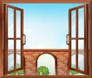 Ett öppet fönster med en sikt av porten Arkivbild