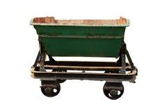 Ett övergett medel för vagnen av gods, gammal bryta vagn som isoleras på vit bakgrund royaltyfria bilder
