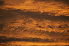 Ett abstrakt orange moln Arkivfoto