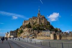 Ett av de mest berömda ställena i brittiska Frankrike är den medeltida abbotskloster av Saint Michel - en kloster arkivbilder