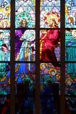Ett av målat glassfönstren av det obefläckade kapellet i Nantes, Frankrike, föreställer kröna av oskulden vid Kristus royaltyfri fotografi