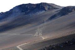Undersökning av den HaleakalÄ krater -- Horisontal Royaltyfri Foto