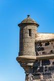 Ett av tornen av Castillo de San Jose, Arrecife, Lanzarote, Spanien royaltyfri bild