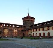 Ett av tornen av den Sforza slotten i Milan royaltyfria bilder